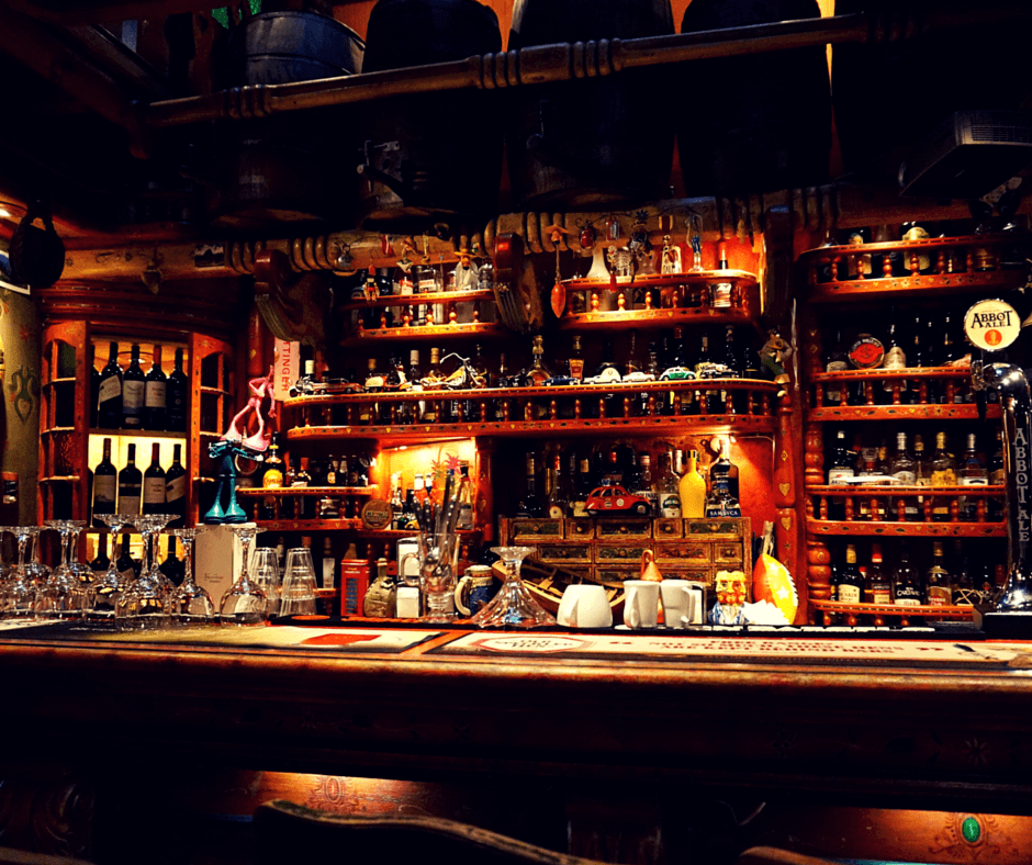 The bar at Indio Feliz restaurant in Aguas Calientes