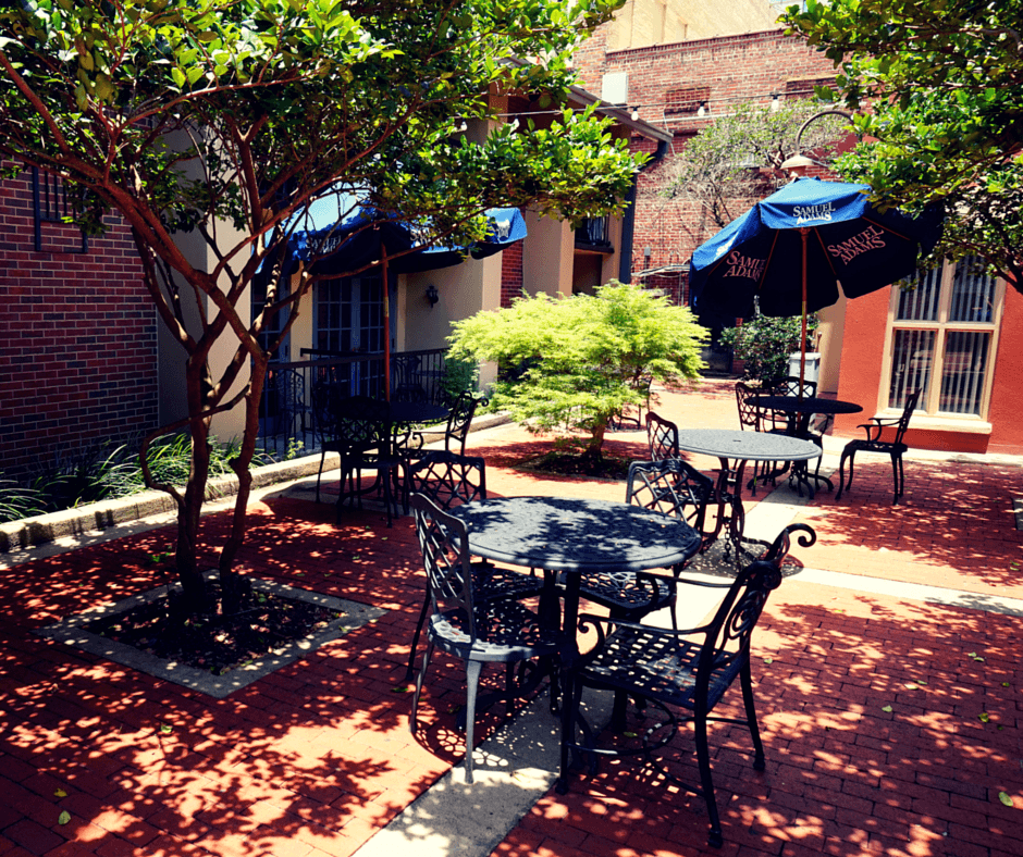 Governors Inn Tallahassee courtyard terrace