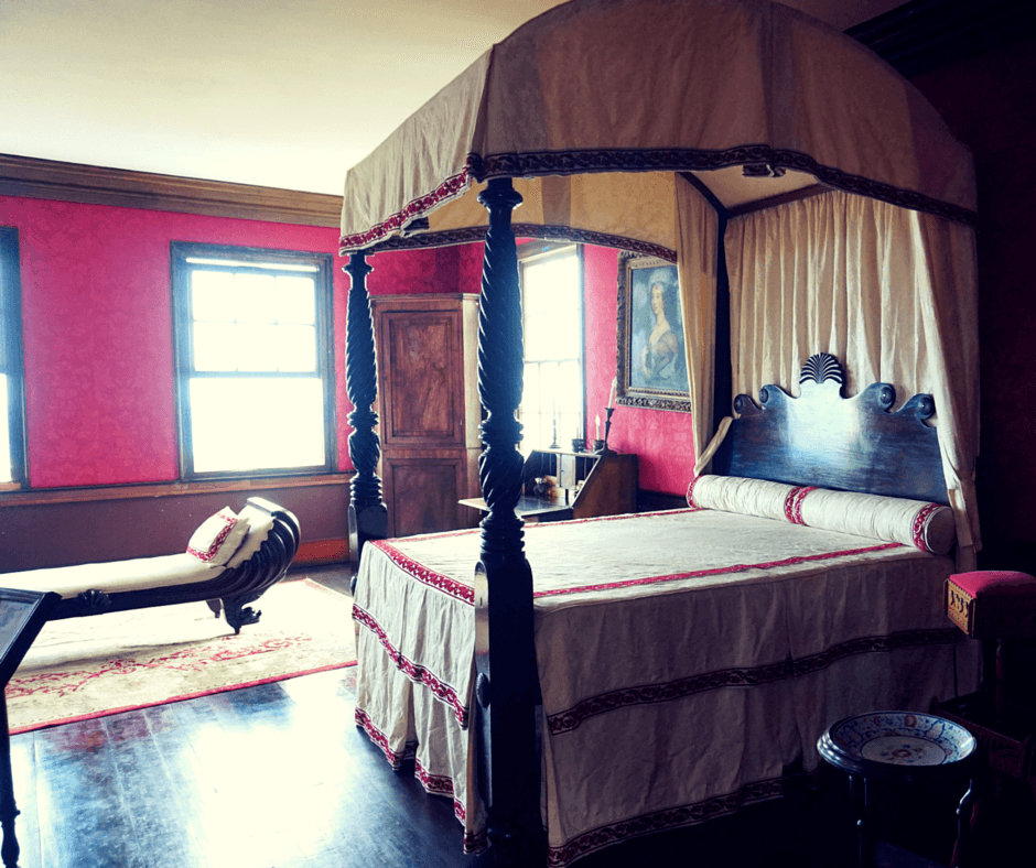 Annie Palmer's bedroom
