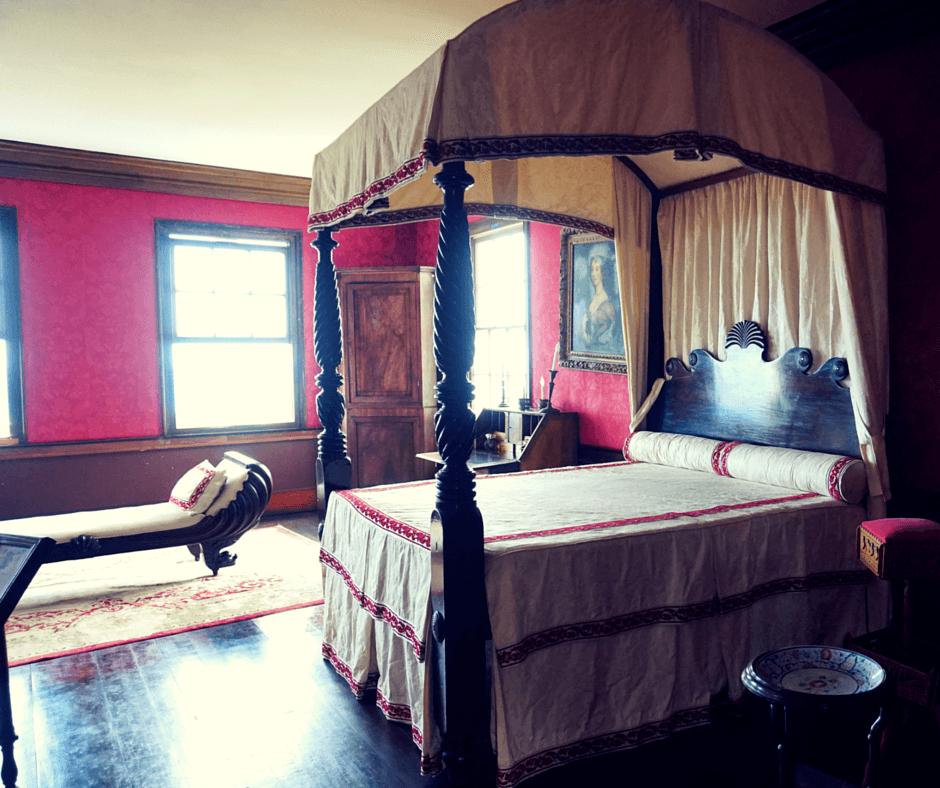 Annie Palmer's bedroom
