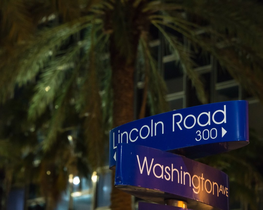 Lincoln Road and Washington Avenue street signs