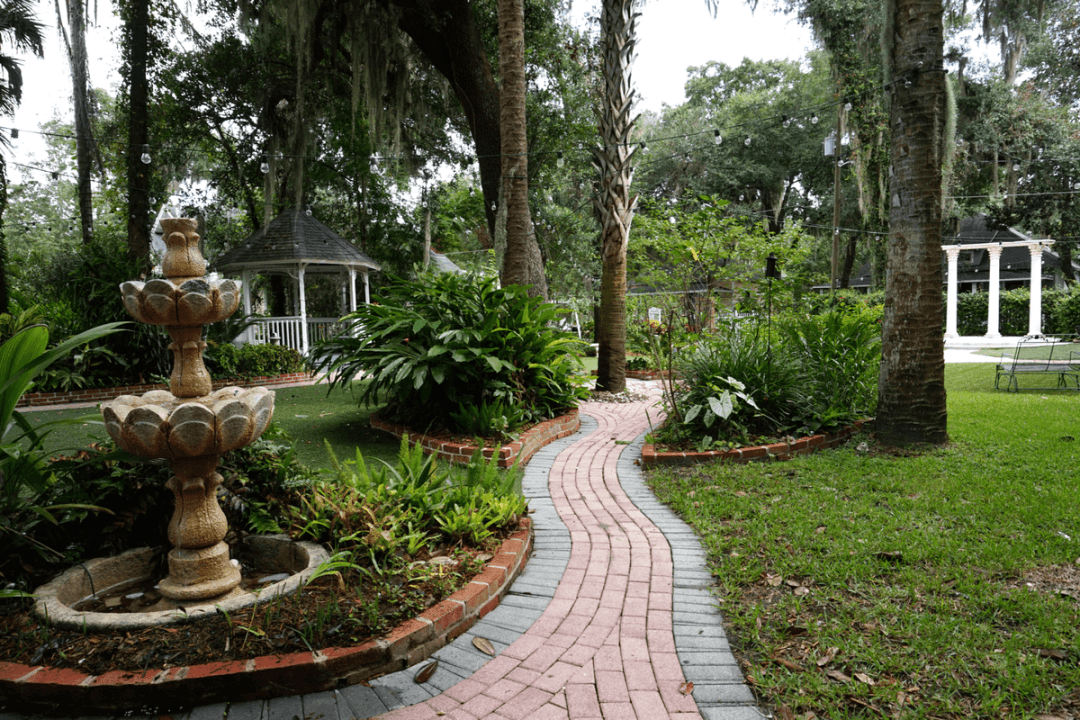 grounds of the Sweetwater Inn Gainesville