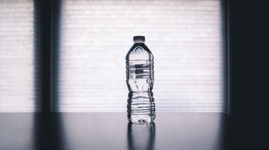 Remember to stay hydrated while dieting while traveling