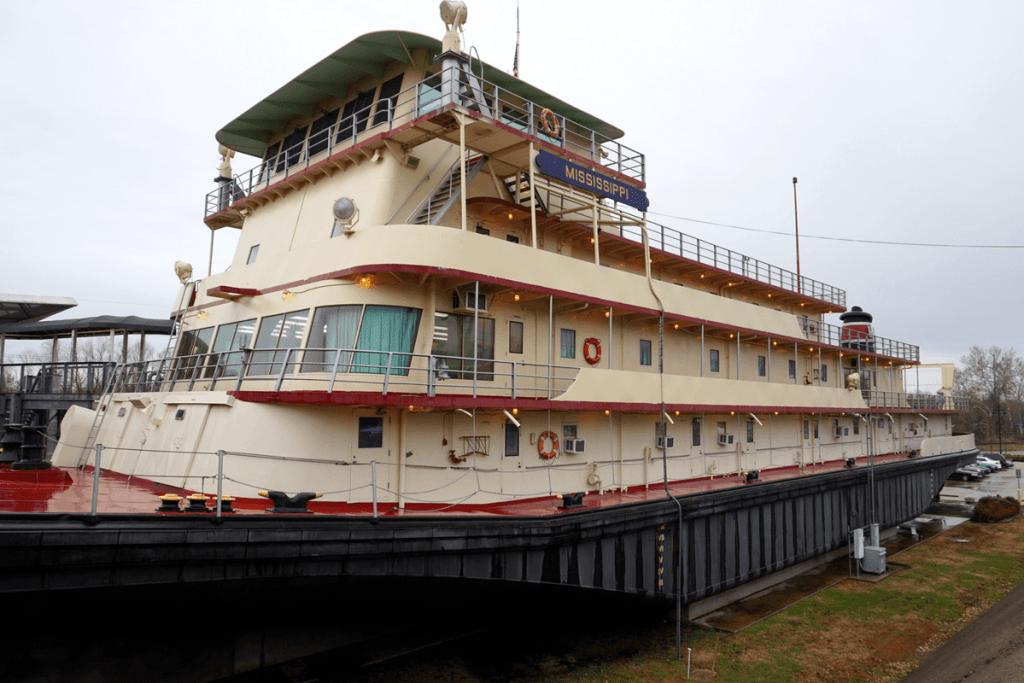 The M/V Mississippi IV outside of the lower Mississippi river museum