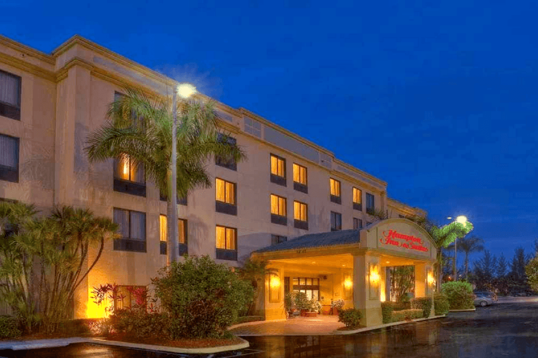 The Hampton Inn and Suites Boynton Beach is in a great location; close to the beach and many attractions