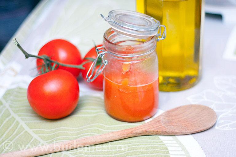 Готовое томатное пюре в банке