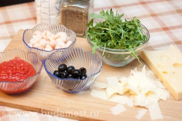 Ингредиенты для пиццы с креветками и руколой