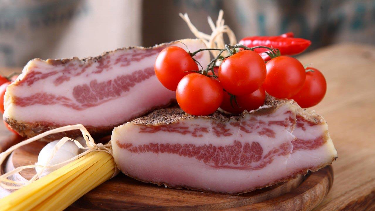 Гуначале или соленая со специями и травами свиная щека