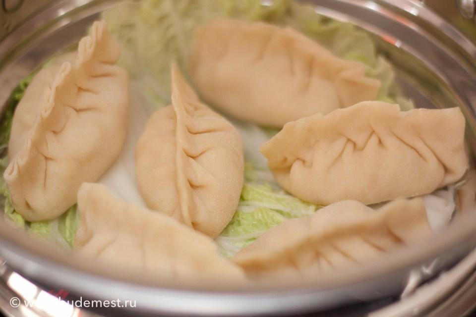 Приготовление на пару китайских пельменей с креветками