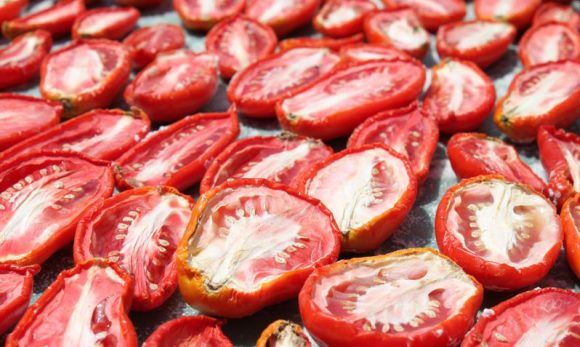 Первый день сушки томатов