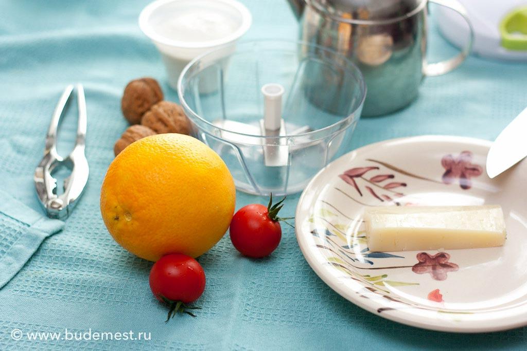 Ингредиенты для приготовления песто из грецкого ореха и рикотты