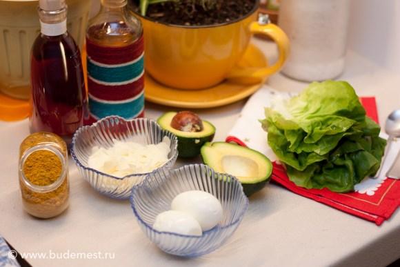 Ингредиенты для салата с яйцом и авокадо