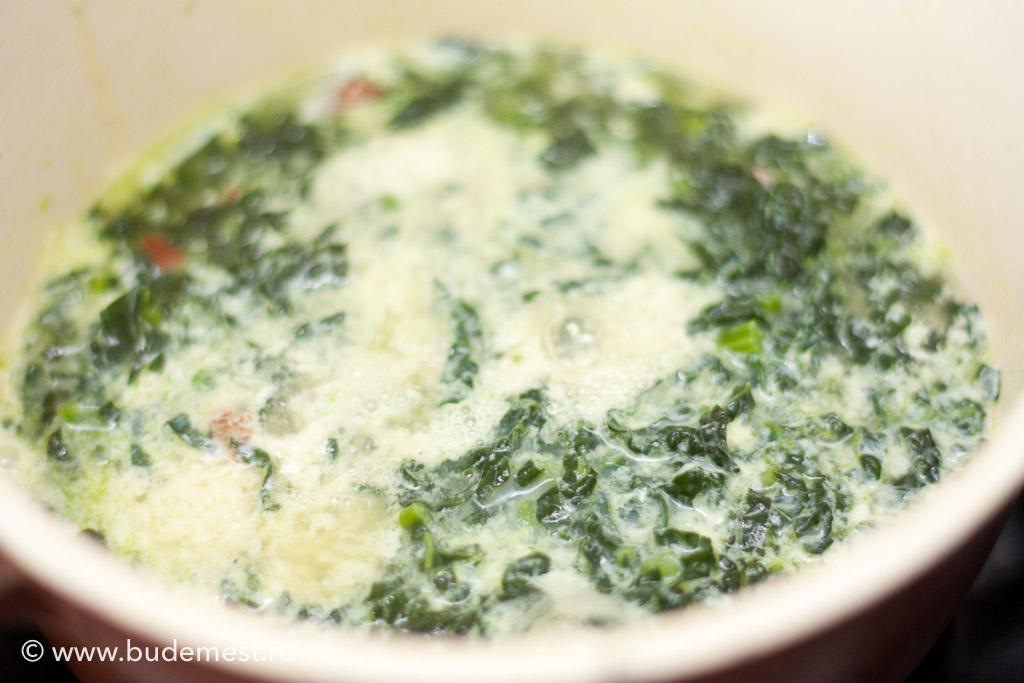 Довести до кипения и добавить в суп взбитое яйцо