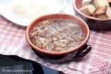 Заливаем сухари с сыром луковым супом