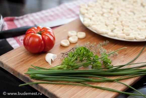 Ингредиенты для соуса из сырого томата