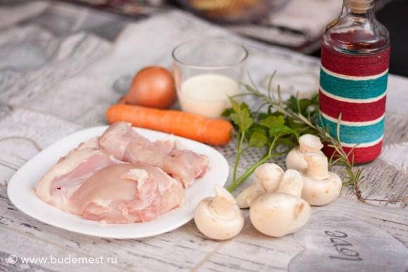 Ингредиенты для сливочной курицы с грибами и морковью