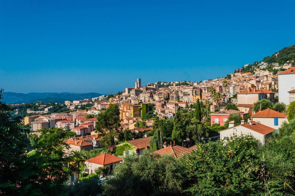 THE SCENTS AND HIDDEN GEMS OF GRASSE.