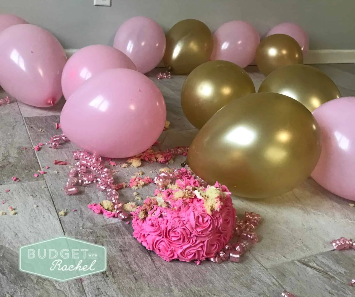 smash cake on the floor with balloons