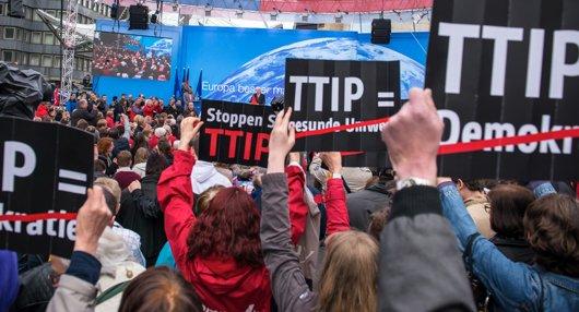 Уикилийкс: САЩ и ЕС предадоха световната икономика на корпорациите...