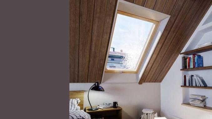 Jeśli zdecydujemy się na montaż okien zwróconych na południe, możemy dodatkowo wykorzystać rolety solarne, które nie tylko nie generują większych rachunków za energię elektryczną, ale doskonale zaciemniają sypialnię.