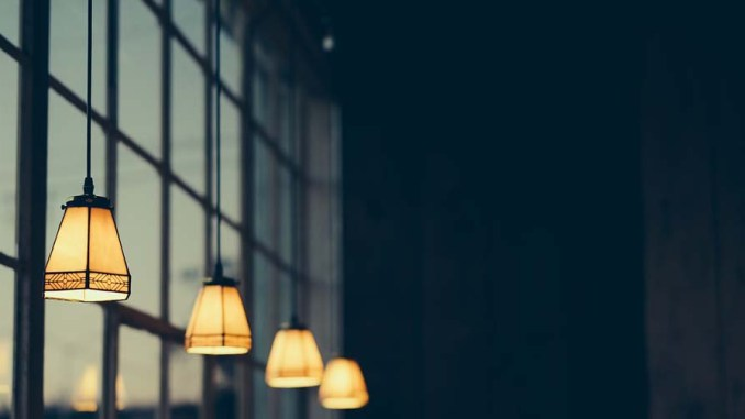Lampa i dekoracja w jednym