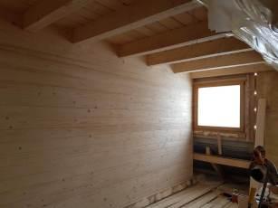 Wnętrze domu z bali