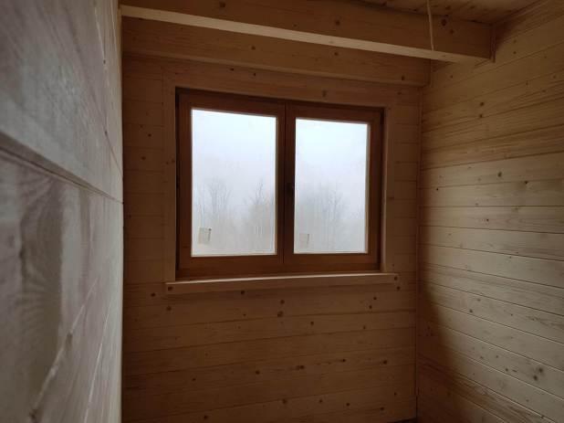 Drewniany dom w środku