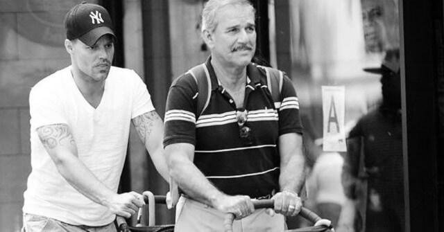 Padre de Ricky Martin en situación grave tras derrame cerebral