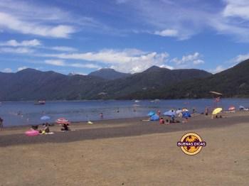 Praia do Lago Caburgua, na cidade vizinha a Pucón