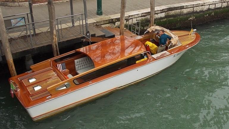 Olha só o táxi de Veneza. Será que lá tem Uber?