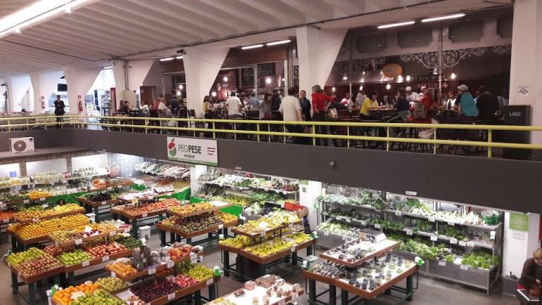 mercado de pinheiros foto dentro