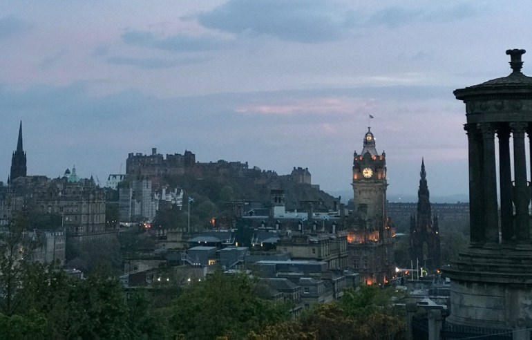 por do sol Calton Hill edimburgo