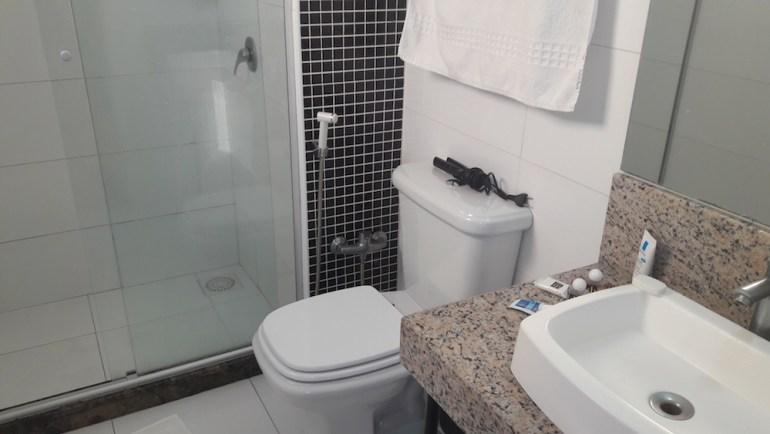 banheiro açores premium hotel porto alegre