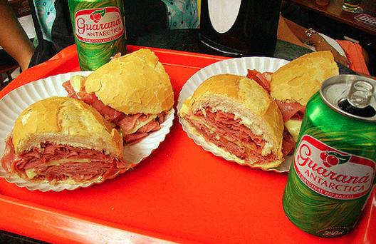 Meio sanduíche basta pra muita gente | Foto de Alessandro Leite