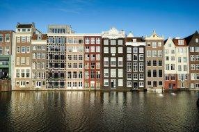 Prédio no centro, um dos melhores lugares para se hospedar em Amsterda