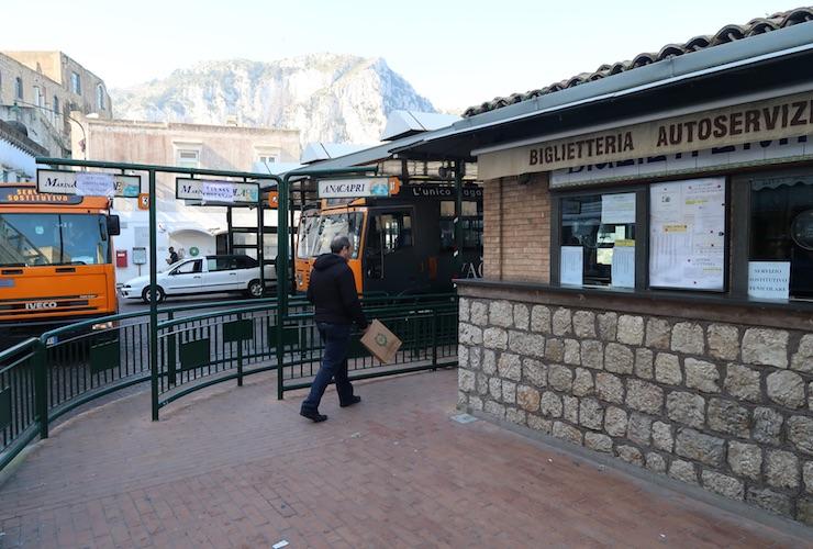 Terminal de ônibus em Capri