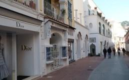 Dior e outras lojas em Capri