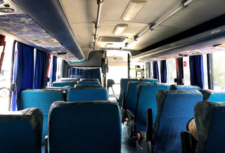 Interior do ônibus da viação Águia Azul, de Caraíva para Trancoso e Arraial D'Ajuda