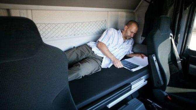 La justicia europea defiende la prohibición del descanso semanal en cabina