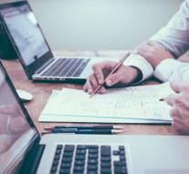 ¿Anglicismos o traducciones oficiales en el mundo empresarial?