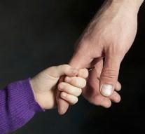 El Defensor del Pueblo propone un registro único de adopciones en toda España