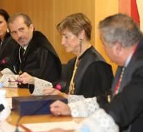Victoria Ortega entrega la Gran Cruz al decano Francisco Javier Lara
