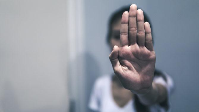 Justicia revisa la ley procesal para mejorar protección de las mujeres