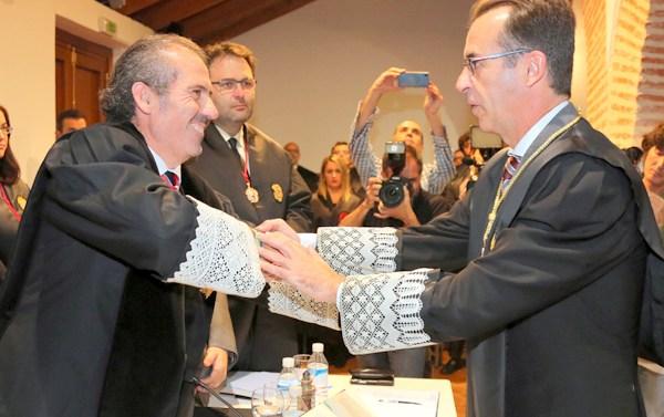 El ICA Málaga entrega al decano de Marbella la Medalla de Honor