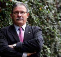 Eduardo Torres es condecorado con la Insignia de oro del CADECA