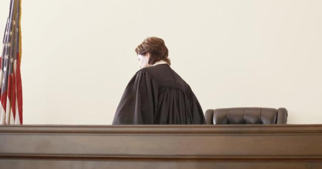 Mujeres son 90% de oposiciones a jueces y fiscales