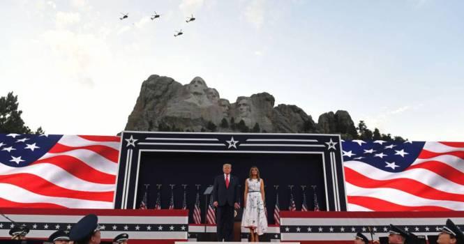 Demanda contra Biden por cancelar fuegos artificiales en monte Rushmore
