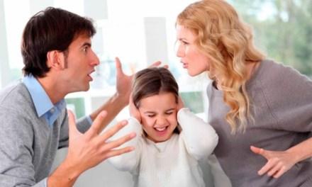 Padre pierde la custodia por fumar delante de sus hijos