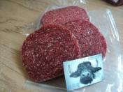 De heerlijk mild gekruide hamburger of wel de bekende buffelburger deze is ook ongekruid verkrijgbaar.