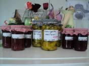 Courgette zoet/zuur en kwetsen-sap of jam. Courgette heerlijk bij een stukje vlees en de jam/sap heerlijk in de yoghurt.